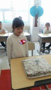 sara-cu-tortul-de-la-scoala-decorat
